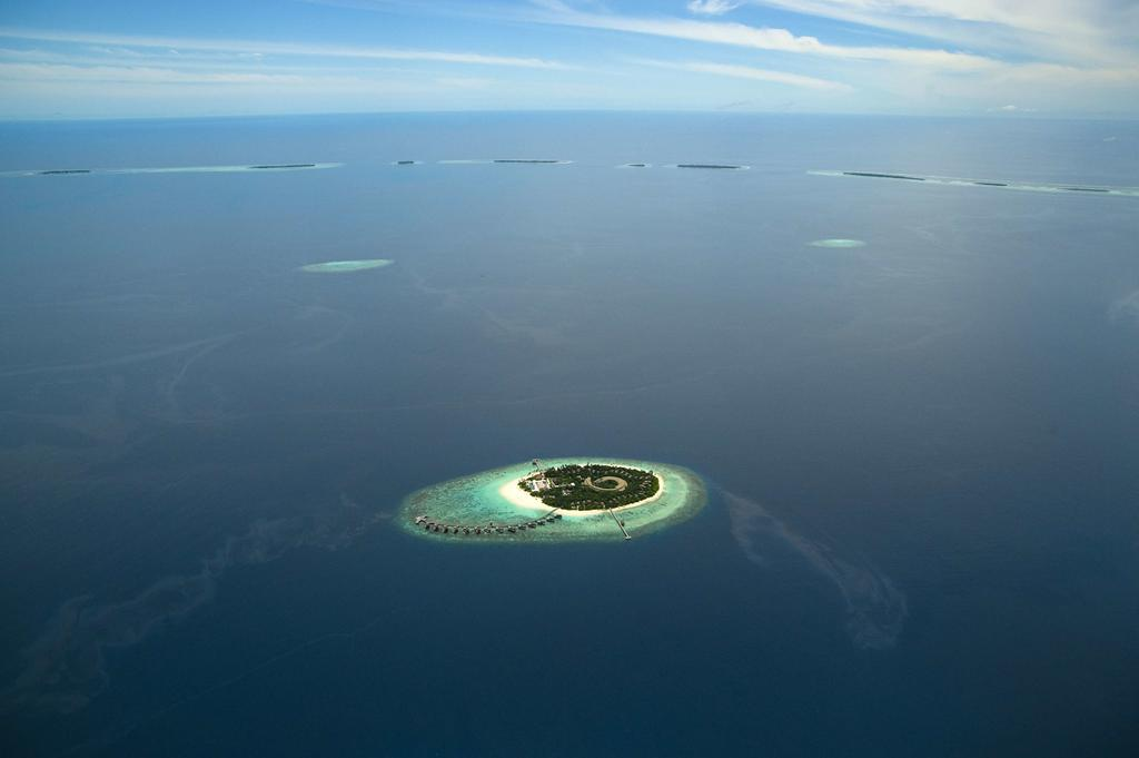 Maldives island in the middle of the ocean
