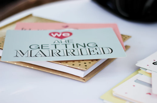 Help ! What Do I Write in a Wedding Card?