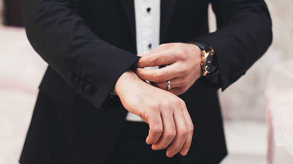 Understanding the Differences Between a Tuxedo and a Suit