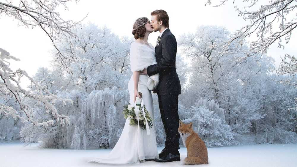 bride and groom kissing fox winter
