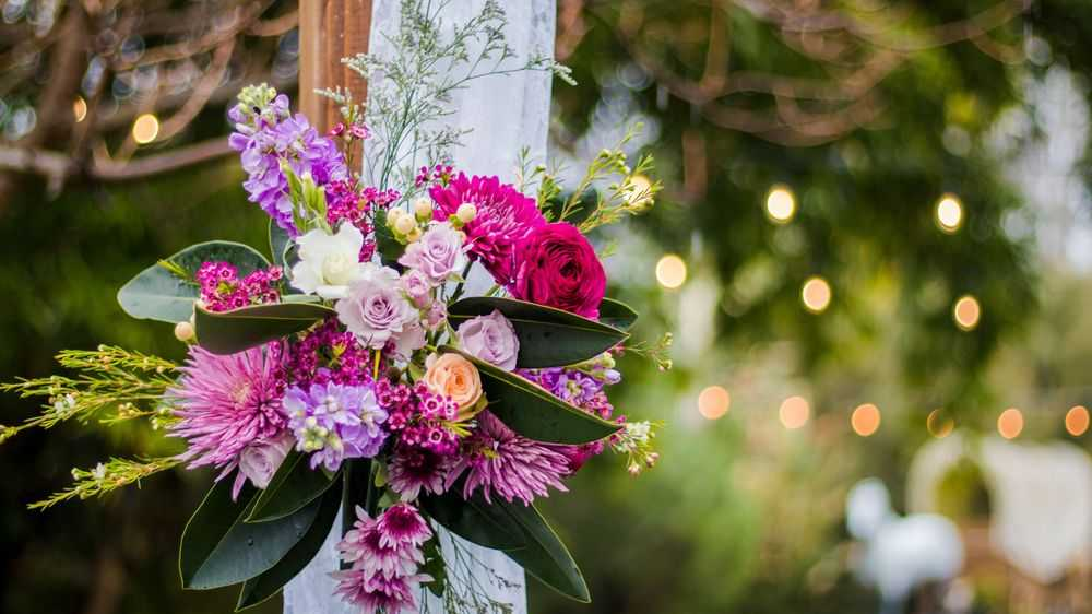 pink and purple wedding flower décor