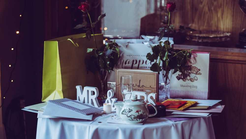 table with wedding cards