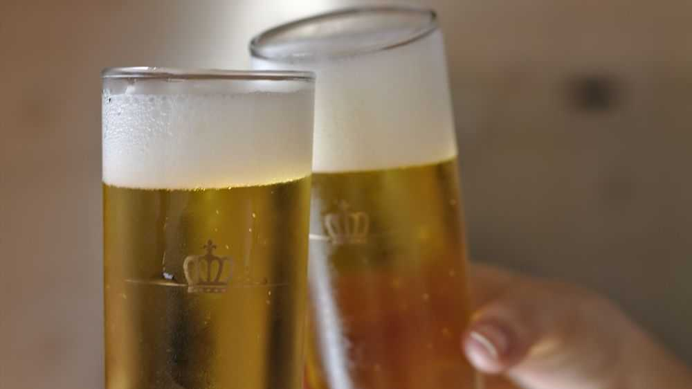 two glasses of-beer toast