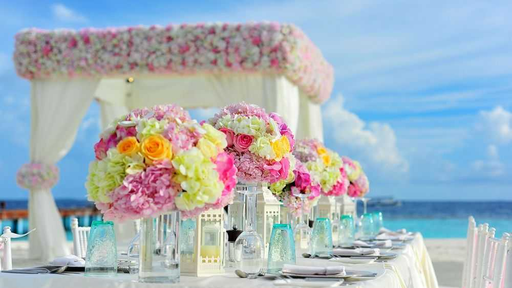 beach wedding table flowers