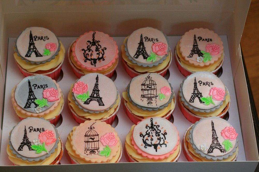 cupcakes with osmopolitan decoration