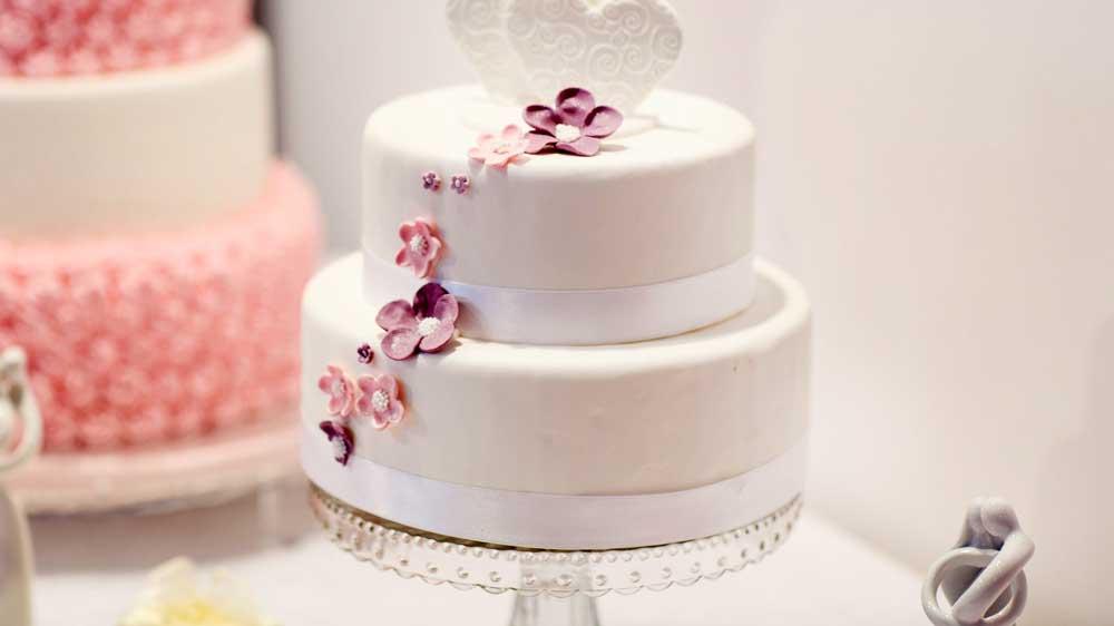 Sustainable white wedding cake